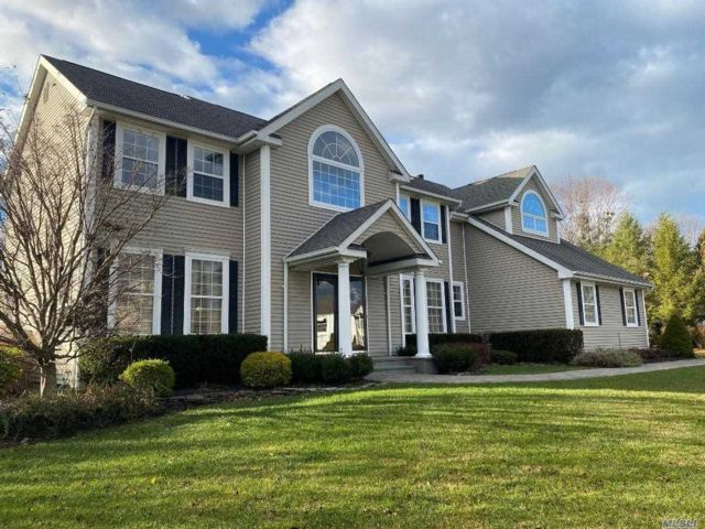 5 BR,  3.50 BTH Post modern style home in Miller Place