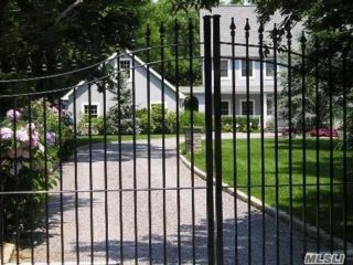 5 BR,  4.00 BTH  Post modern style home in Westhampton