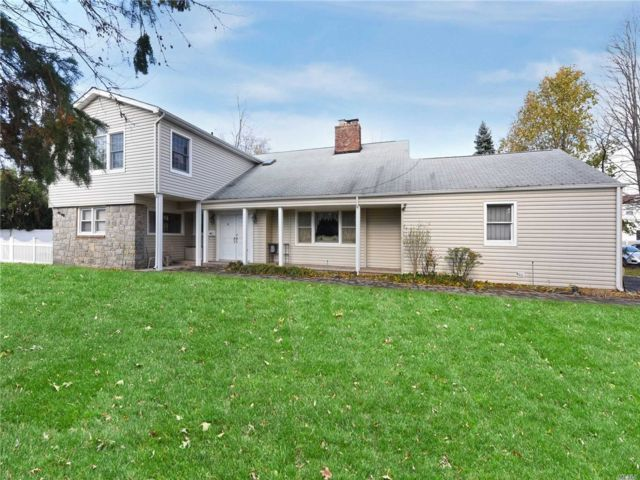 4 BR,  4.50 BTH Colonial style home in Hewlett