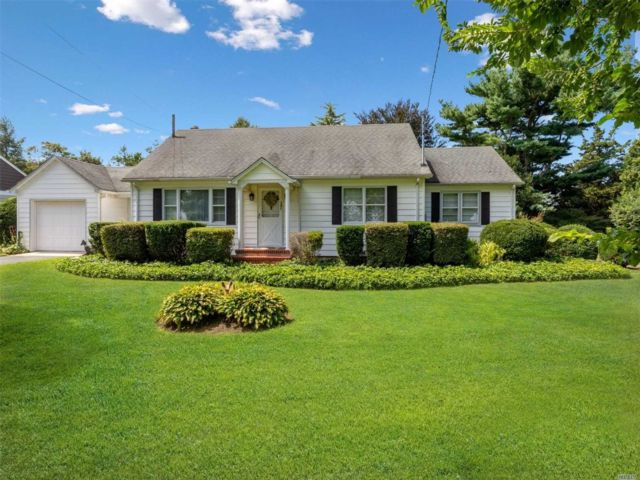 3 BR,  1.00 BTH Ranch style home in Peconic