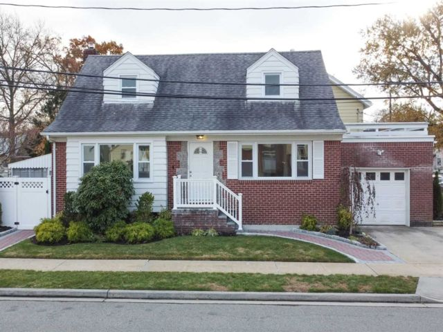 5 BR,  3.00 BTH Cape style home in Valley Stream
