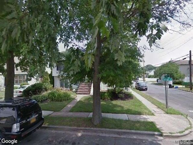 2 BR,  1.00 BTH Ranch style home in South Hempstead