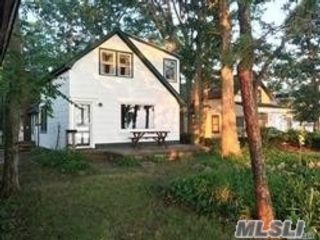2 BR,  1.00 BTH Colonial style home in Setauket