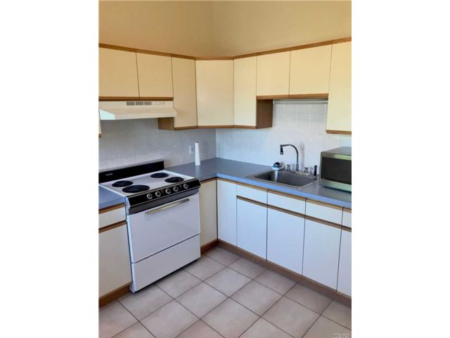 2 BR,  1.00 BTH Apt in house style home in Carle Place