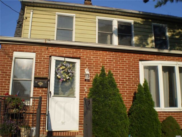 1 BR,  1.00 BTH  Apt in house style home in New Hyde Park