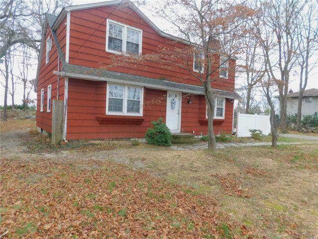 6 BR,  2.00 BTH Exp ranch style home in Lindenhurst