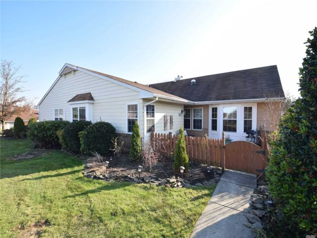 2 BR,  2.00 BTH  Ranch style home in Coram