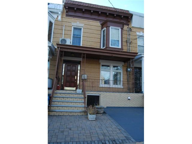 3 BR,  1.50 BTH 2 story style home in Flatlands