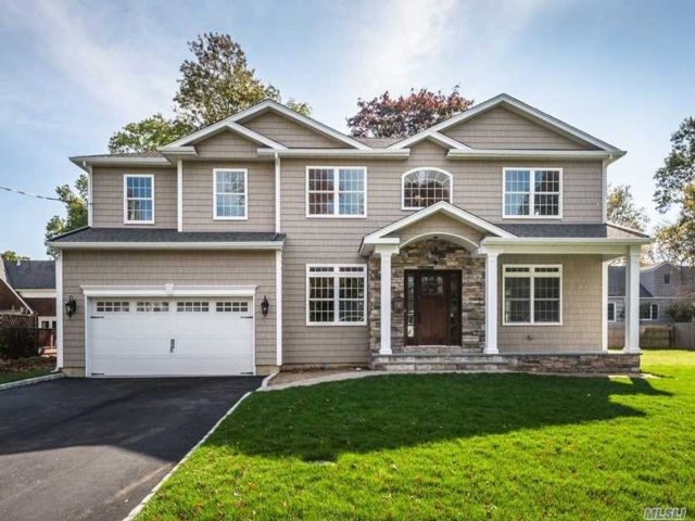 5 BR,  3.00 BTH  Colonial style home in Massapequa