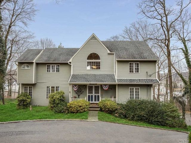 3 BR,  3.50 BTH Colonial style home in Northport