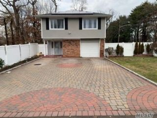 4 BR,  2.50 BTH Hi ranch style home in Wheatley Heights