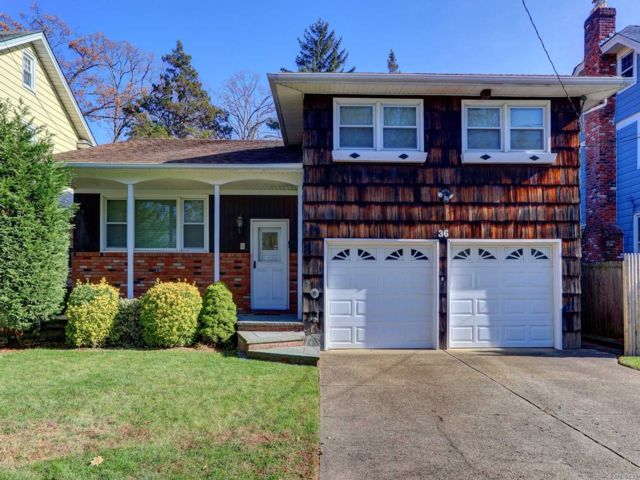 3 BR,  2.50 BTH  Split style home in Lynbrook