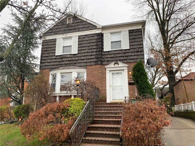 3 BR,  3.00 BTH  Colonial style home in Jamaica Estates