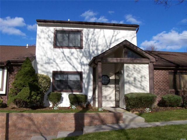 2 BR,  2.50 BTH Condo style home in Holtsville