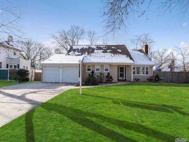 5 BR,  2.00 BTH  Cape style home in Westbury