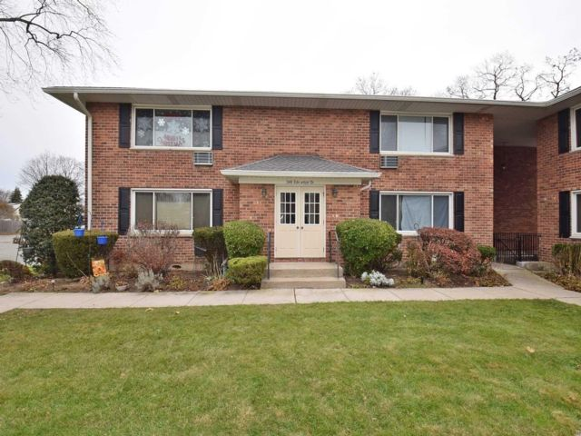 2 BR,  1.00 BTH Co-op style home in North Babylon