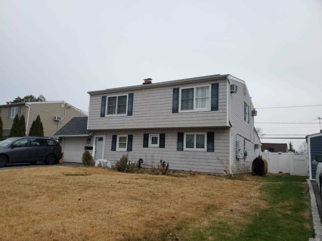 7 BR,  2.00 BTH Exp ranch style home in Wantagh