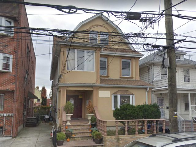 8 BR,  4.00 BTH Other style home in Flushing
