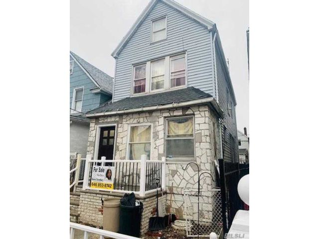 4 BR,  2.00 BTH Colonial style home in Richmond Hill