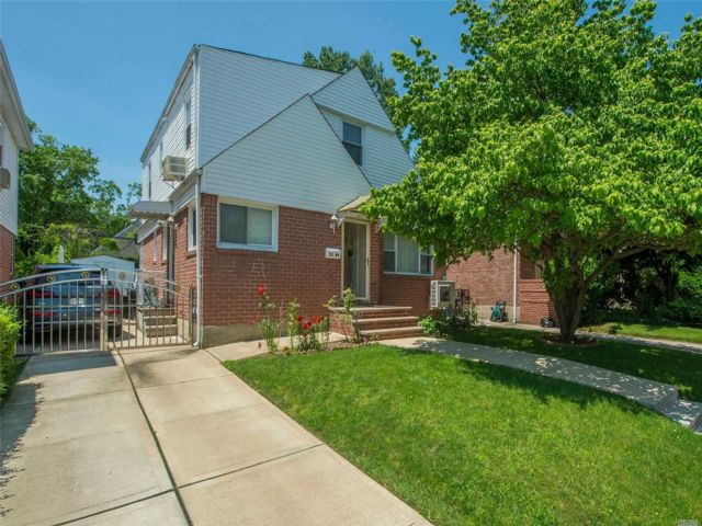 4 BR,  2.50 BTH Cape style home in Bayside