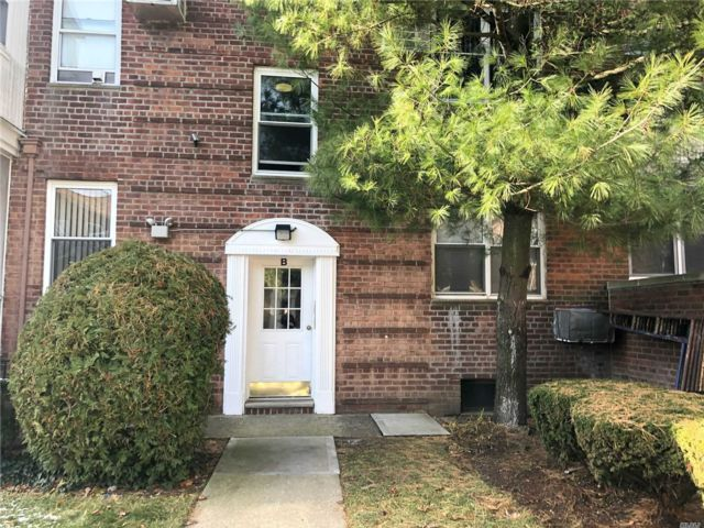 2 BR,  2.00 BTH Garden apartmen style home in Lawrence