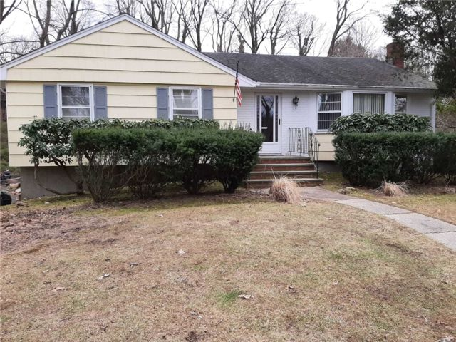 3 BR,  1.50 BTH Ranch style home in Huntington