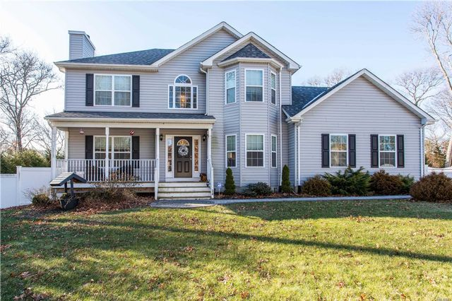 3 BR,  3.50 BTH Colonial style home in Centereach