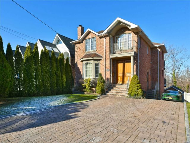 4 BR,  3.50 BTH Contemporary style home in Bayside