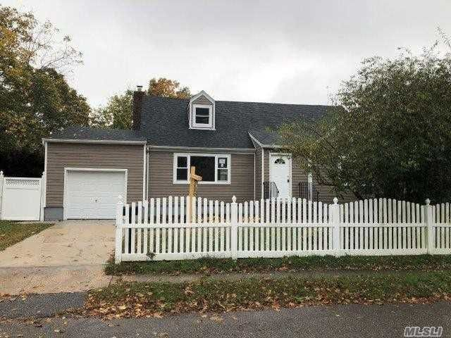 4 BR,  2.00 BTH Exp cape style home in Babylon