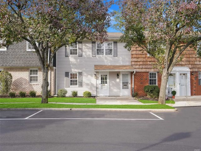 1 BR,  1.00 BTH Co-op style home in Oyster Bay