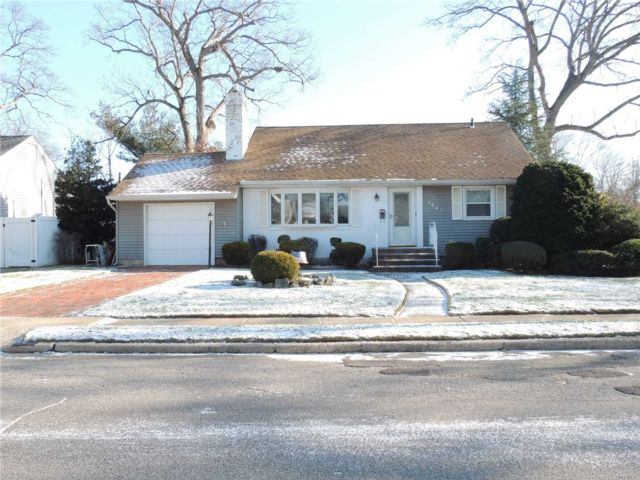 3 BR,  2.00 BTH  Exp ranch style home in Wantagh