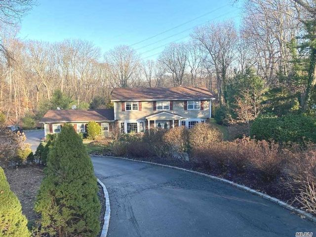 5 BR,  2.55 BTH  Colonial style home in Dix Hills