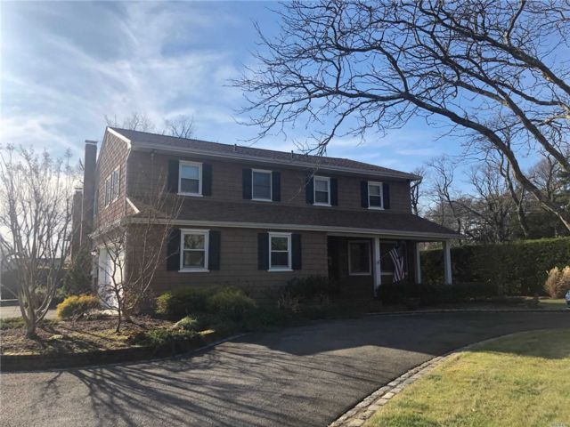 5 BR,  3.50 BTH  Colonial style home in Lawrence