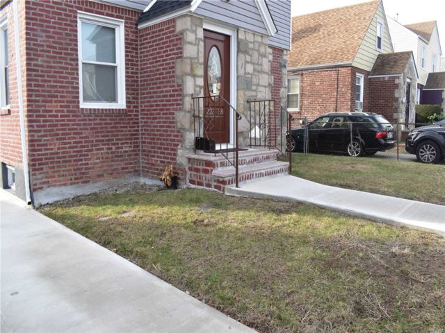 3 BR,  3.00 BTH  2 story style home in Cambria Heights