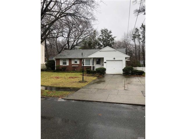 3 BR,  1.00 BTH Ranch style home in Port Washington