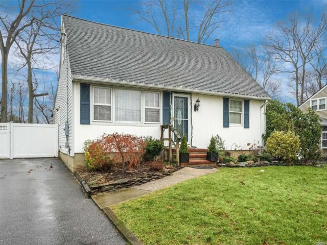 5 BR,  2.00 BTH Exp cape style home in Port Jefferson Station