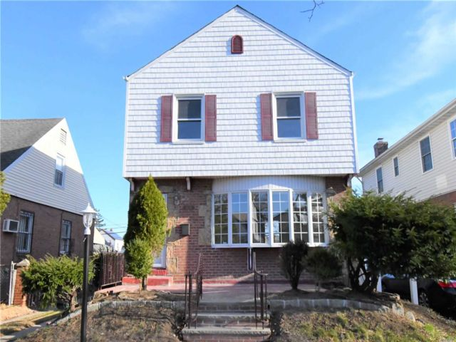 3 BR,  1.00 BTH  Colonial style home in Cambria Heights