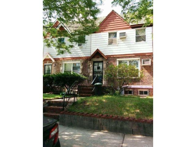 2 BR,  1.50 BTH Townhouse style home in Rego Park