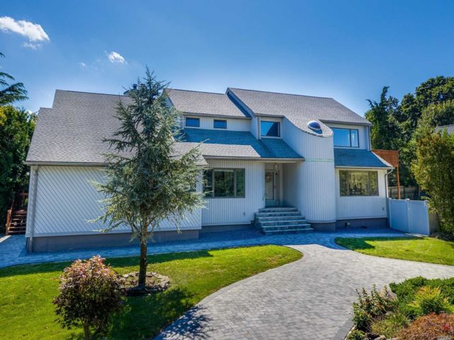 4 BR,  4.50 BTH Post modern style home in Miller Place