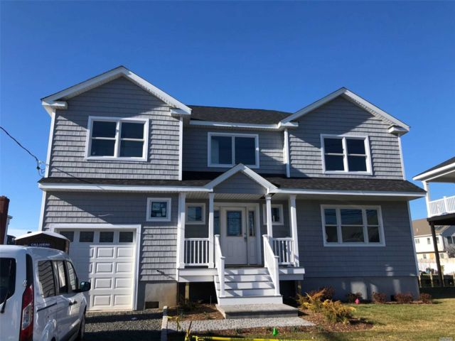 4 BR,  2.50 BTH Colonial style home in Seaford