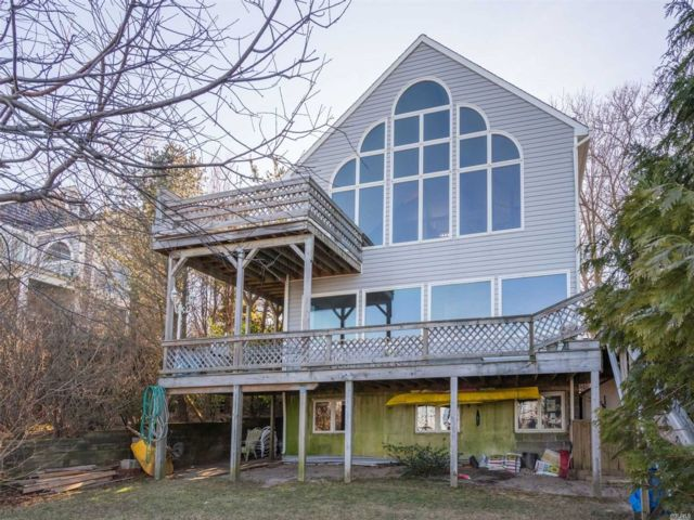 3 BR,  3.00 BTH Post modern style home in Rocky Point