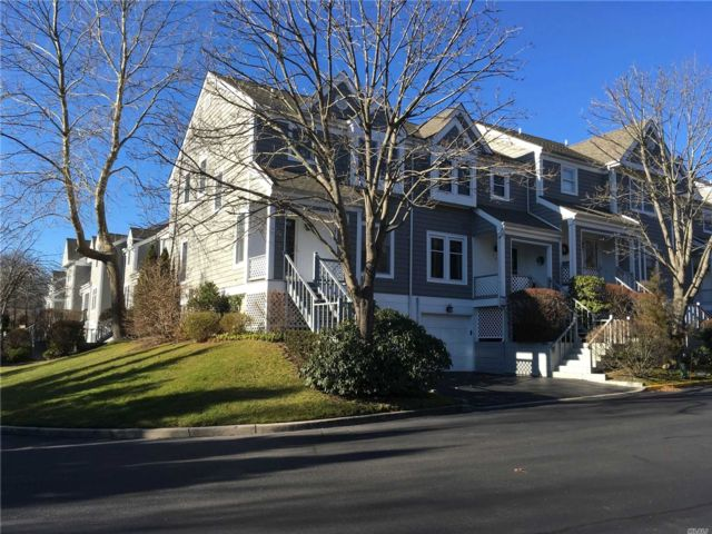 2 BR,  2.50 BTH  Homeowner assoc style home in Port Jefferson