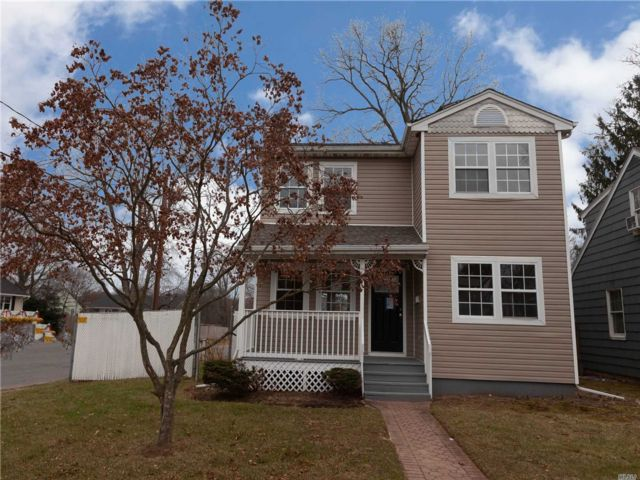 3 BR,  1.50 BTH Colonial style home in Babylon