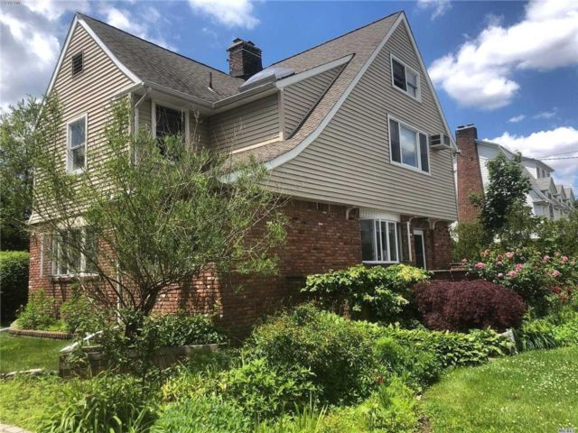 5 BR,  3.50 BTH  Colonial style home in Woodmere