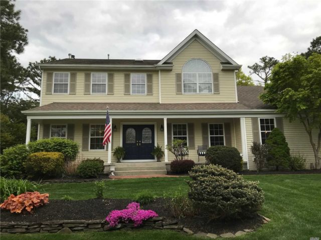 4 BR,  2.50 BTH Victorian style home in Shoreham