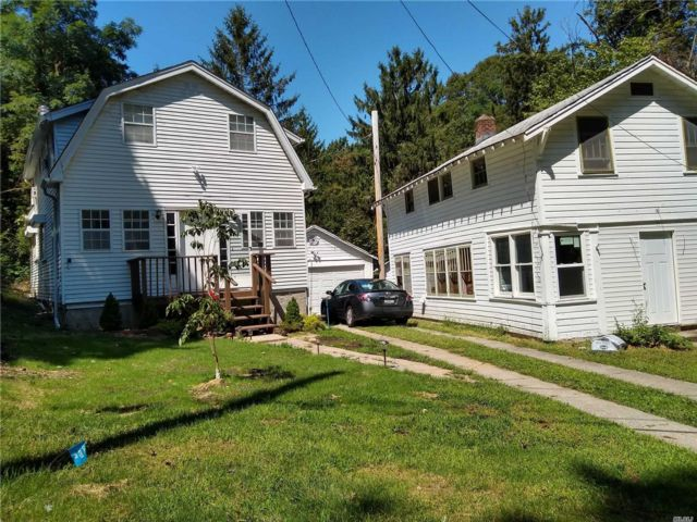 3 BR,  2.00 BTH Colonial style home in Stony Brook