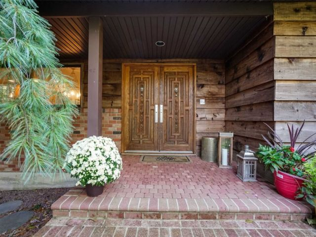 4 BR,  3.00 BTH Ranch style home in East Northport