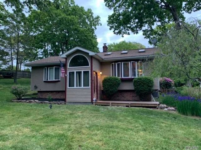 4 BR,  2.00 BTH Raised ranch style home in Shoreham