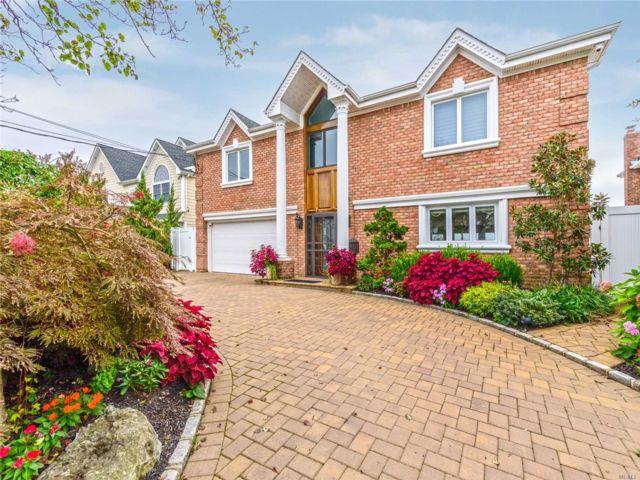 5 BR,  2.50 BTH Splanch style home in Merrick