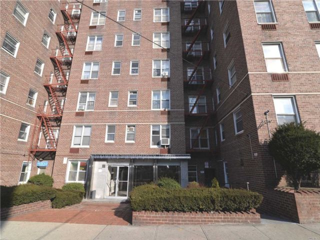 2 BR,  1.00 BTH  Co-op style home in Rego Park
